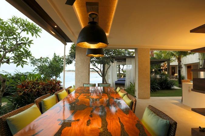 family-dining-5-bedroom-villa-bali-1